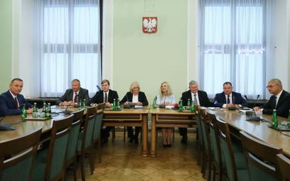 Sondaż: Polacy nie wierzą w wyjaśnienie afery Amber Gold