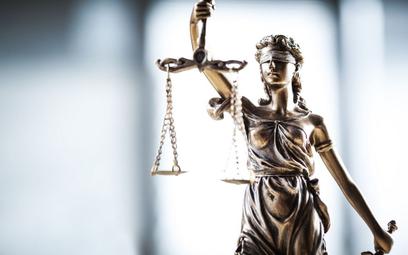 Przepisy pozwalające na czystkę w sądach