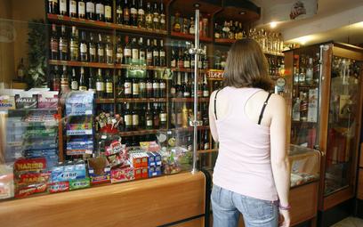Zezwolenia na sprzedaż alkoholu: gmina rozstrzyga, gdzie można kupić alkohol