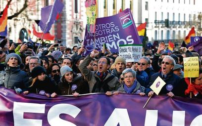 To nie reklama czekolady. To aktywiści partii Podemos w centrum Madrytu, w styczniu br.