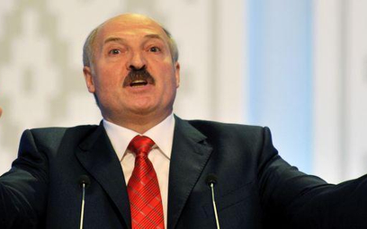 Białoruski dyktator obniża ceny paliw