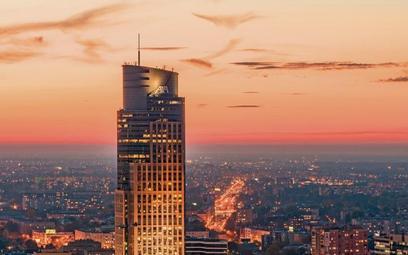 Warsaw Trade Tower – stołeczny biurowiec Globalworth. Firma sukcesywnie ulepsza budynek