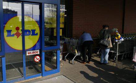 Na otwieranie sklepów w niedziele skarżą się pracownicy.