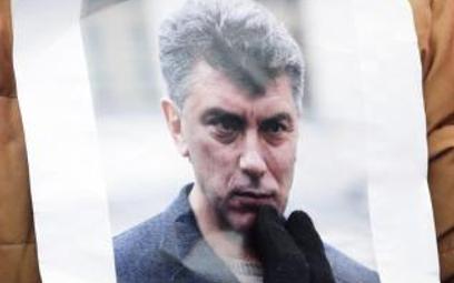 Wczoraj zabitego Niemcowa wspominano także wPetersburgu