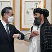 Szef MSZ Chin Wang Yi w czasie spotkania z wicepremierem w rządzie stworzonym przez talibów