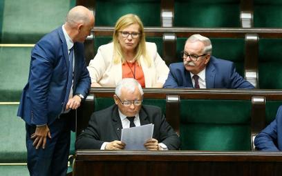 Jarosława Kaczyńskiego zaskoczyła duża liczba posłów PiS niegłosujących za ustawą o ochronie zwierzą