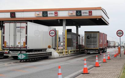 Ciężarówki przy Punkcie Poboru Opłat A2 Stryków