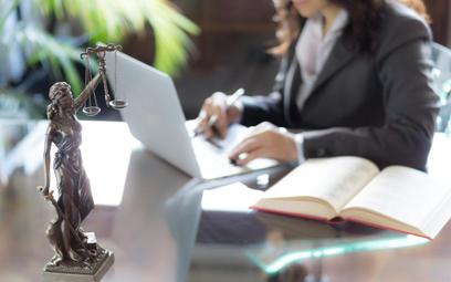Porady prawne: warto korzystać z adwokata lub radcy prawnego