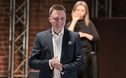 Poparcie dla Szymona Hołowni deklaruje ok. 9 proc. respondentów