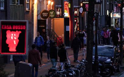Holandia: Prostytutki wracają do pracy. Bez całowania