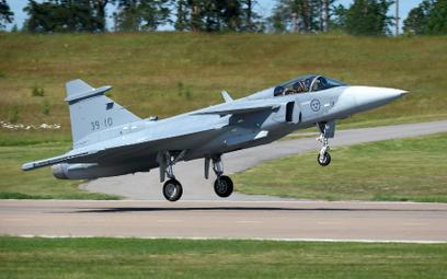 Trzeci prototyp Gripena E startuje do dziewiczego lotu. Fot./Saab.
