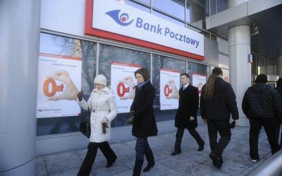 Mimo silnego spadku wyniku z odsetek bank poprawił zysk netto