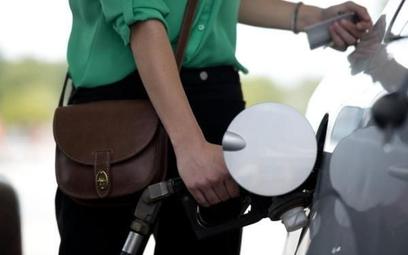 Nieoficjalnie przyjmuje się, że sam koszt ropy to około 20 proc. w finalnej cenie paliw.