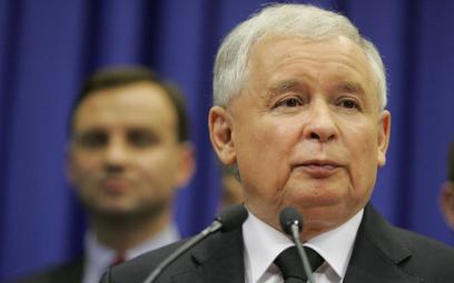 Sondaż: Tusk z Dudą prawie remis, z Kaczyńskim wygrałby zdecydowanie