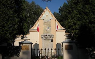 Cmentarz wojenny poległych w bitwie polsko - bolszewickiej w 1920 r. w Ossowie. Fot. Damian Kisielew