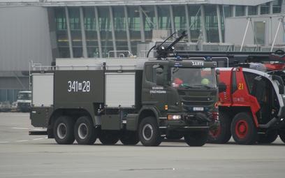 Ciężki samochód ratowniczo-gaśniczy na podwoziu Scania G450 6×6 jednego z lotniskowych