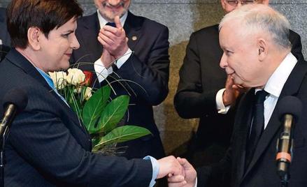 PiS nawet porażki przedstawia jako sukces (na zdjęciu premier Beata Szydło, Antoni Macierewicz, Stan