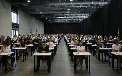 Aplikacje 2012: akty prawne na egzaminy wstępne na aplikacje adwokacką, radcowską i notarialną