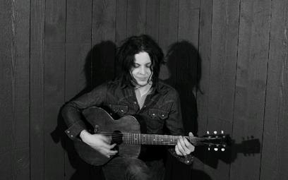Jack White (ur. 1975) debiutował z The White Stripes w 1999 roku. Pierwszy solowy album wydał w 2012
