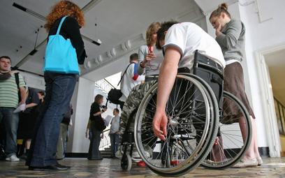 NIK: Niepełnosprawnym studentom nie jest w Polsce łatwo