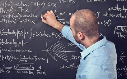 Czarnek obiecał: będą podwyżki pensji dla nauczycieli w 2022 r.