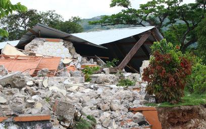 Prawie 1300 ofiar trzęsienia ziemi na Haiti