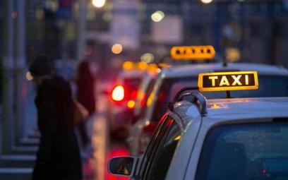 Polacy zamówią taksówki Uber i Taxify