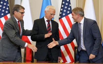 Memorandum w sprawie współpracy przy dostawach LNG na Ukrainę podpisali (od lewej): sekretarz energi