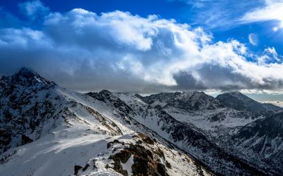 Zima wróciła w Tatry. Obowiązuje zagrożenie lawinowe