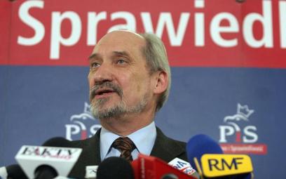 Klich: złożyłem wniosek o odwołanie Macierewicza