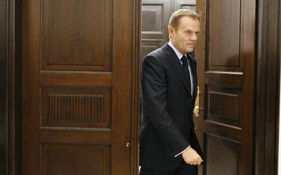 Według specjalistów Donald Tusk tworzył gabinet na czas koniunktury. W obliczu kryzysu powinien prze