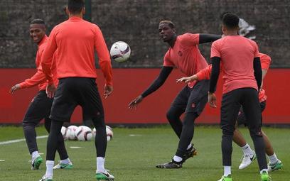 Paul Pogba (w środku) – czy najdroższy piłkarz świata potwierdzi, że Manchester United dobrze wydał