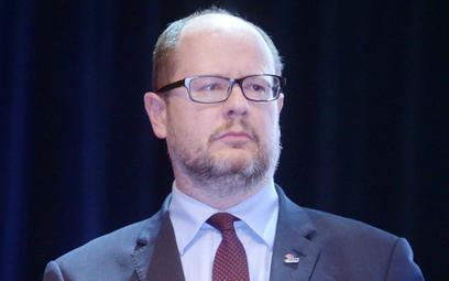 Paweł Adamowicz oskarża MON. Zablokowali harcerza?