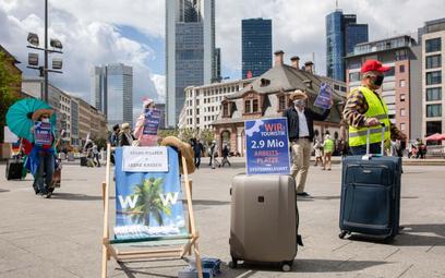 Agenci turystyczni wyszli na ulice, by walczyć o pomoc finansową