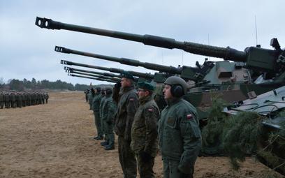 8 pierwszych samobieżnych armatohaubic Krab trafiło z Huty Stalowa Wola do 5. Lubuskiego Pułku Artyl