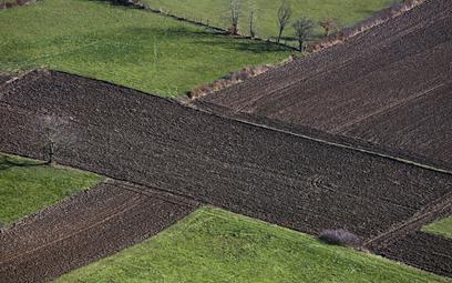 Rząd: ograniczenia w obrocie ziemią do 30 kwietnia 2026 r.