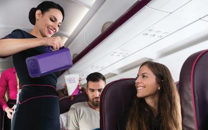 Usługi dodatkowe są różne w różnych liniach lotniczych, najczęściej najdłuższą ich listę oferują tan