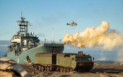 """Rosjanie ćwiczą """"defensywny desant"""" w Arktyce"""