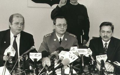 Komendant Główny Policji Marek Papała (w środku)