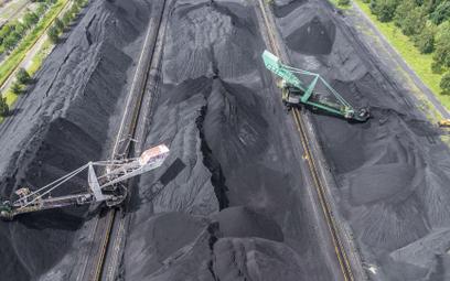 Eksperci ankietowani przez PIE twierdzą, że wyjście z węgla nastąpi szybciej niż planuje to rząd i u