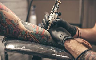 Polska platforma rezerwacyjna podbija salony tatuażu. Celem startupu, który ją stworzył, jest szerok
