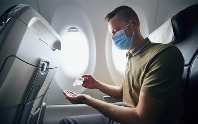 Podróże lotnicze wciąż uciążliwe. Restrykcje pozostają
