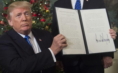 Donald Trump podpisał dokument przenoszący amerykańską ambasadę do Jerozolimy.