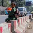 Chłopiec na ulicy w Kabulu