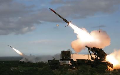 Odpalenie pocisków PAC-3 MSE z wyrzutni M903 systemu Patriot. Fot./US ArmyJason Cutshaw.