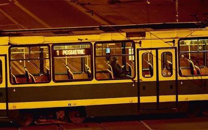 W transporcie publicznym wirus ściął wpływy o nawet 80 proc. Brak zleceń i pasażerów sprawia, że fir