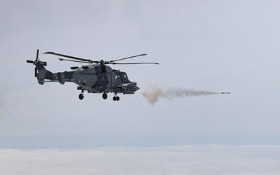 Odpalenie pocisku Martlet ze śmigłowca AW159 Wildcat HMA2. Fot./Royal Navy/Crown Copyright.