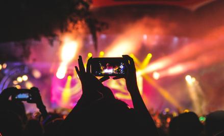 Globalne trasy koncertowe generują ogromny ślad węglowy.