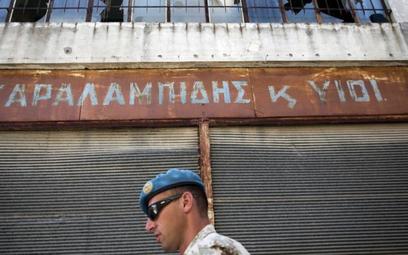Słowacki żołnierz z sił pokojowych ONZ w strefie dzielącej Nikozję na dwie części (2012 r.)