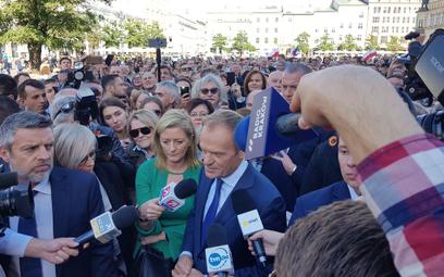 Tusk: Polska nie musi wstawać z kolan, nie była na kolanach